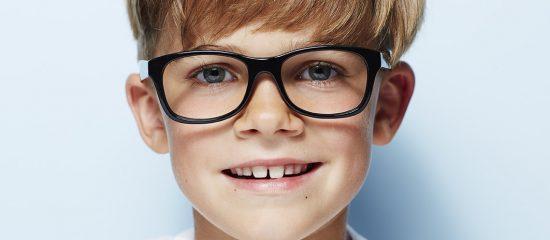 71fe43cb9d056 Les lunettes de votre enfant doivent l accompagner dans tous ses  mouvements
